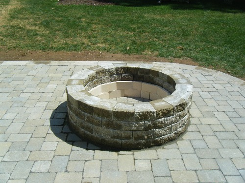Courtyard Fire Pit / Cambridge Pavers